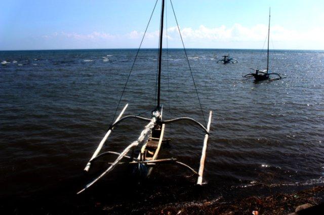 perahu katir dua