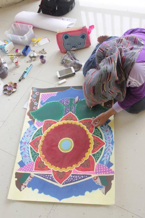 perempuan juga bisa jago kaligrafi dekorasi