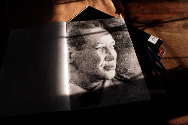 Potret Jenderal Besar TNI (Purn.) H. M. Soeharto Dibuat menggunakan pensil arang, di atas media kertas