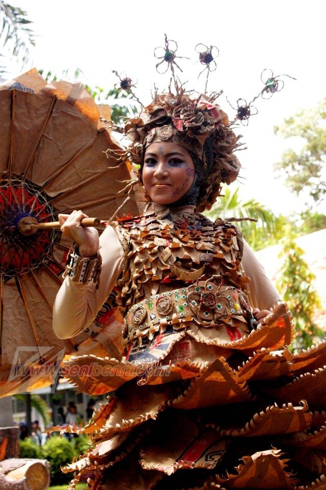 Lomba fashion daur ulang, dalam rangka hari ulang tahun ke 38 smada prima